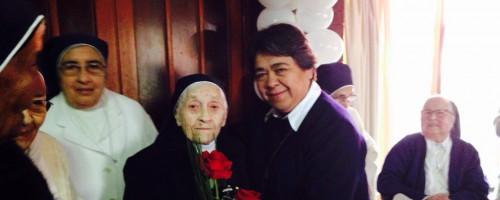 """Cumpleaños número 100 de Hermana Luisa """"Luchita"""" Ruiz"""