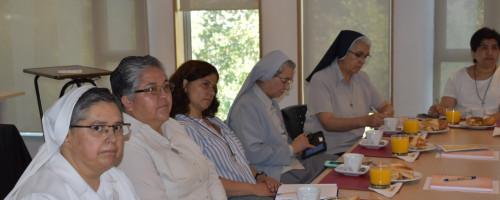 Hermanas Francisca Ponce y Adela Reyes participan en charla organizada por la facultad de Teología de la UC